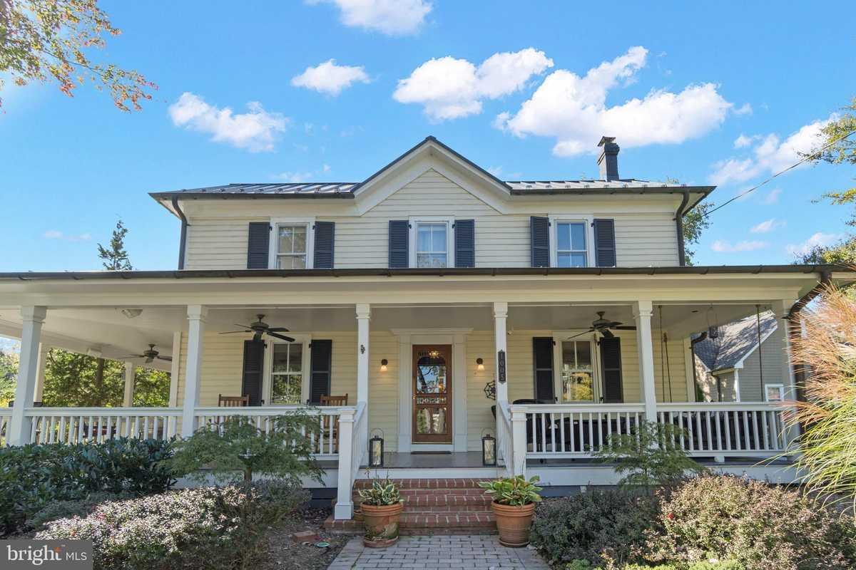 $1,100,000 - 3Br/2Ba -  for Sale in Historic Herndon, Herndon