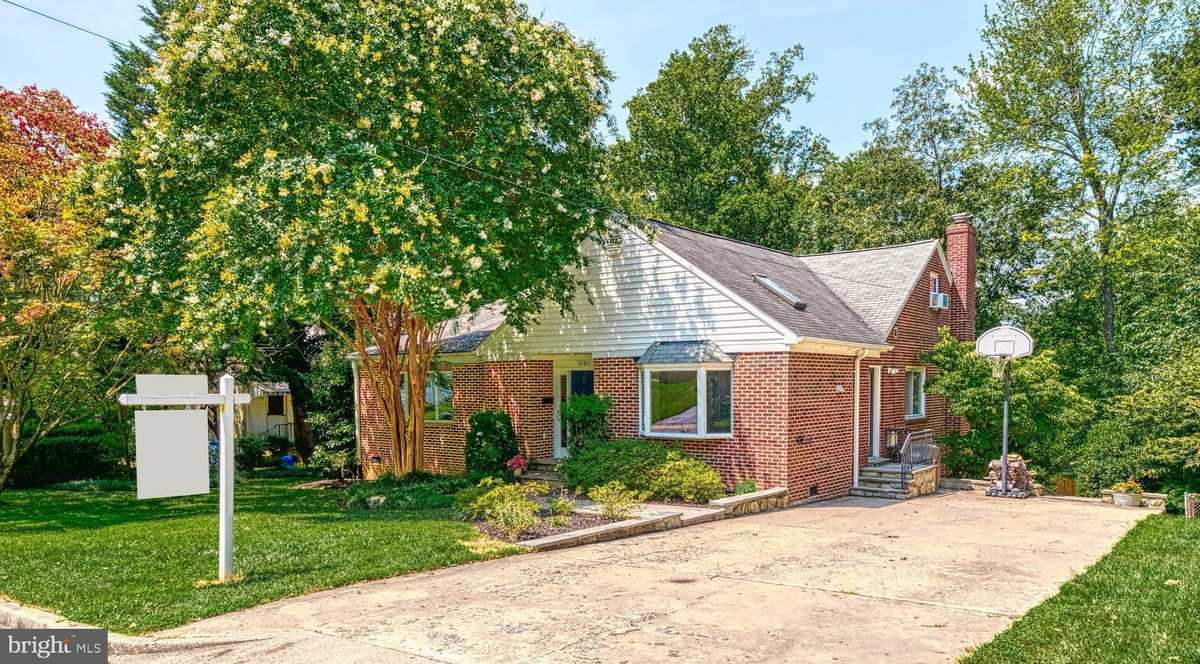 $819,900 - 5Br/4Ba -  for Sale in Sleepy Hollow Manor, Falls Church