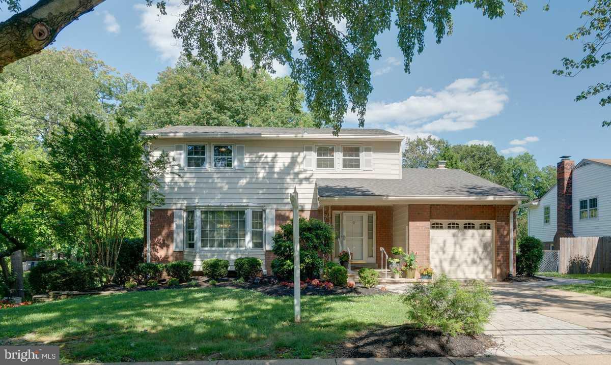 $875,000 - 5Br/4Ba -  for Sale in Doncaster Estates, Falls Church