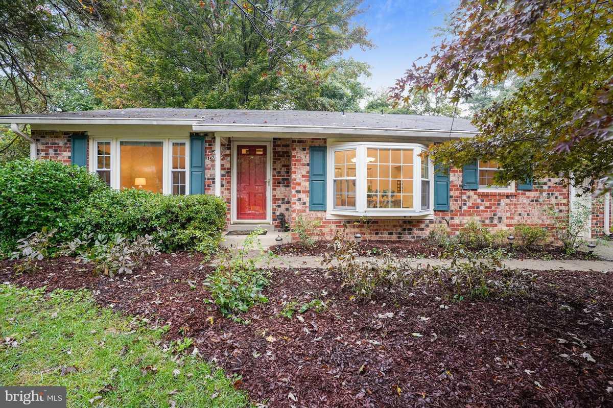 $579,900 - 3Br/2Ba -  for Sale in Kings Park West, Fairfax