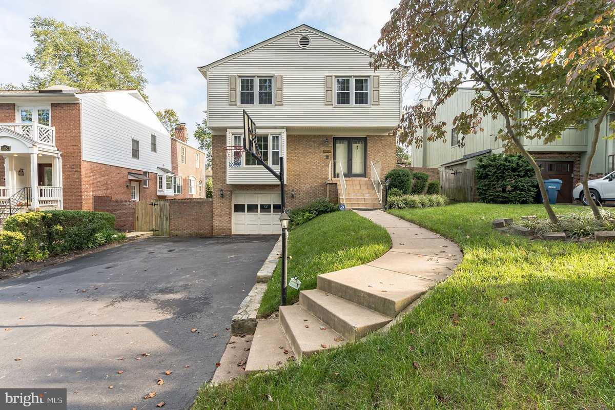$900,000 - 3Br/4Ba -  for Sale in Beverly Manor, Mclean