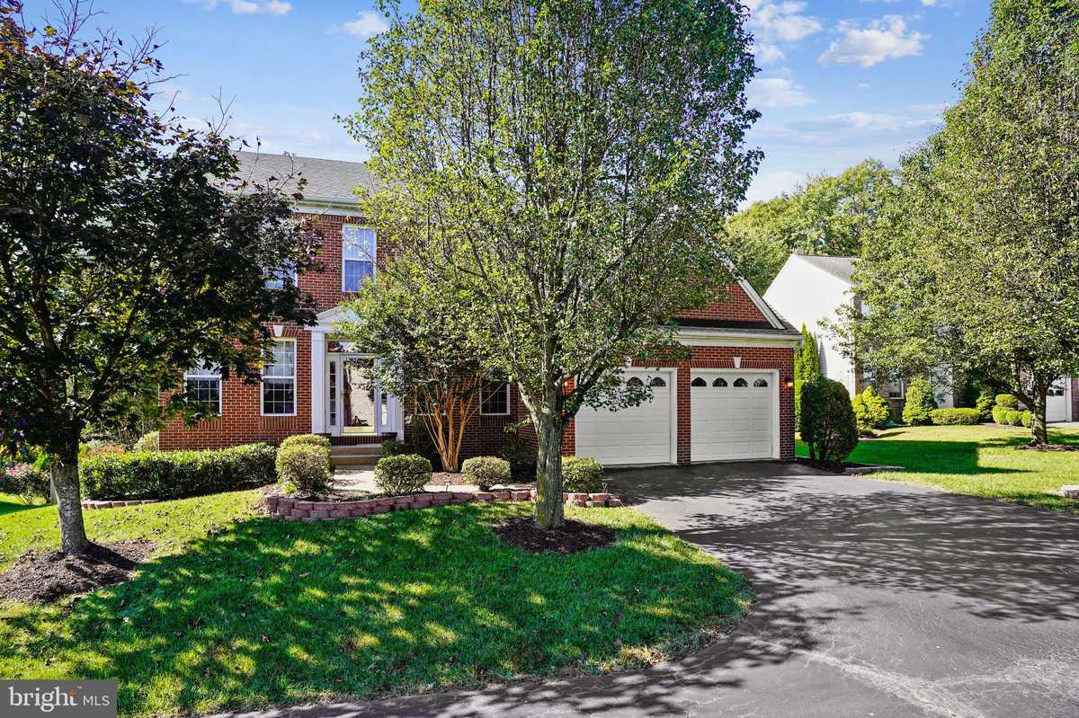 $859,900 - 4Br/4Ba -  for Sale in Whisperwood, Springfield