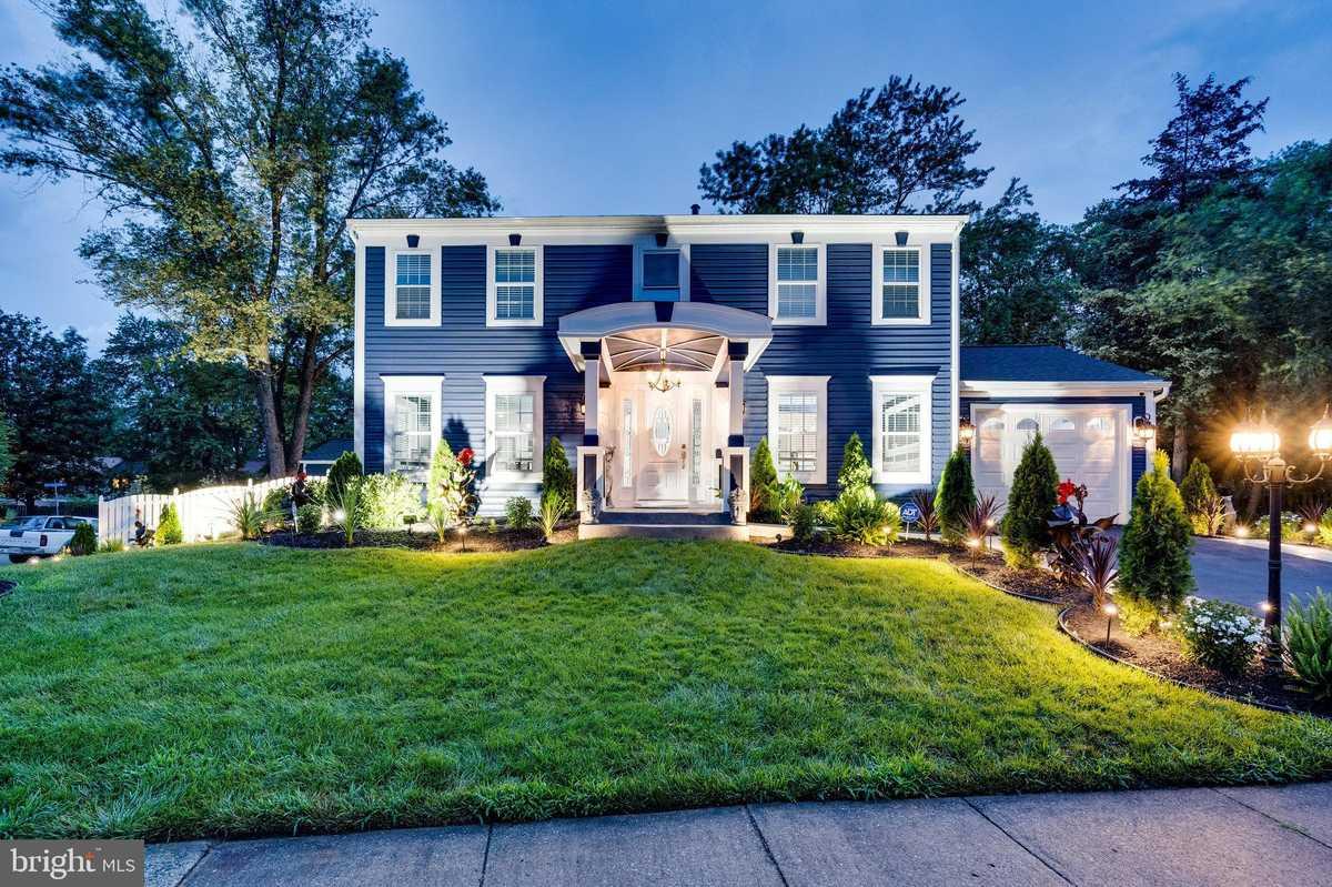 $959,999 - 5Br/4Ba -  for Sale in Lake Braddock, Burke
