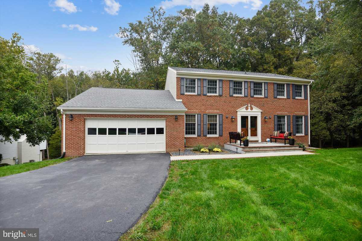 $1,050,000 - 4Br/4Ba -  for Sale in Eagon Hills, Great Falls