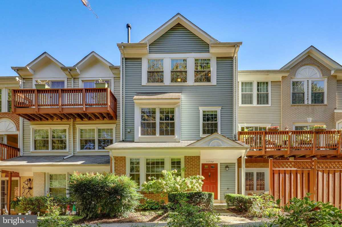 $450,000 - 4Br/3Ba -  for Sale in Carriage Park, Fairfax