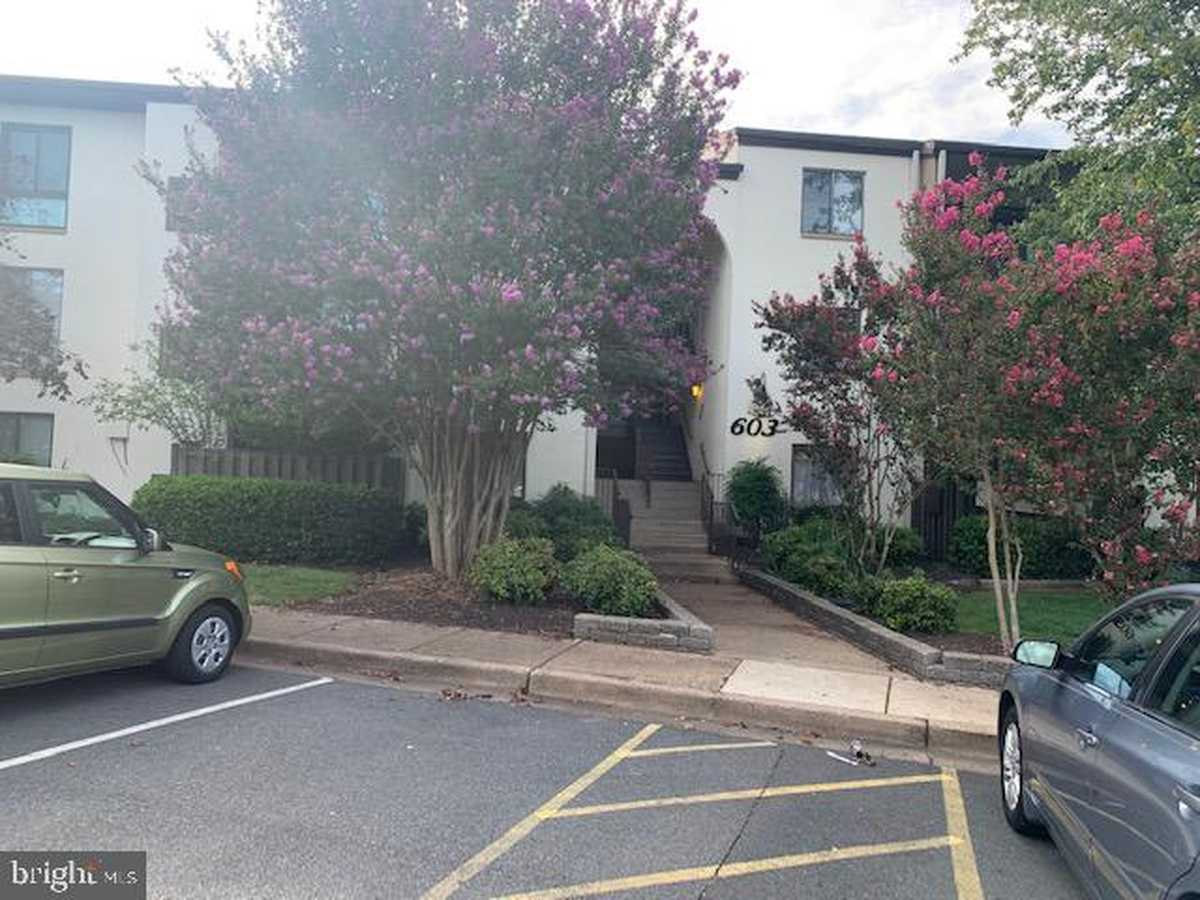 $239,900 - 2Br/2Ba -  for Sale in Lifestyle, Herndon
