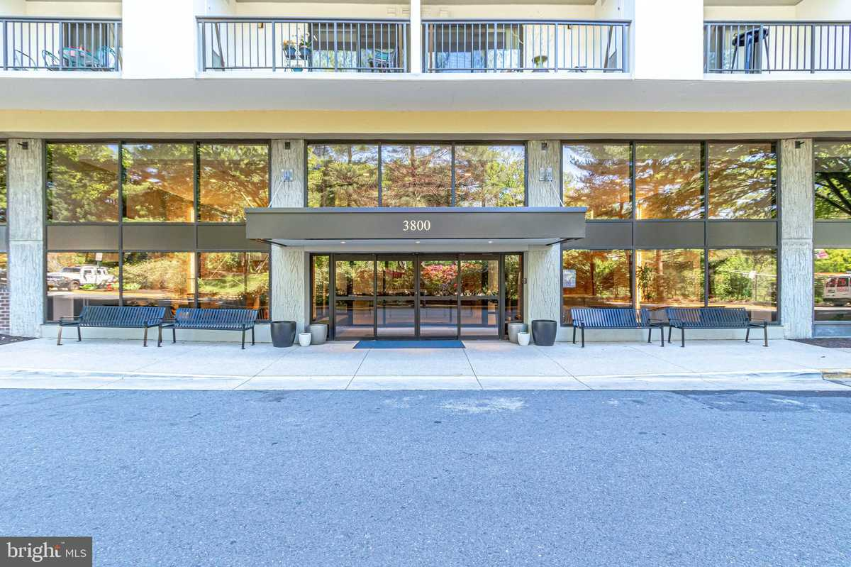 $424,000 - 3Br/3Ba -  for Sale in Lakeside Plaza, Falls Church