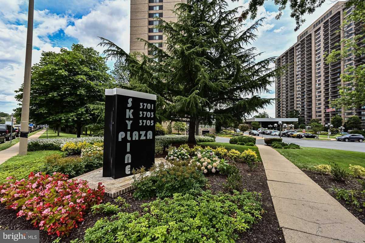 $315,000 - 2Br/2Ba -  for Sale in Skyline Plaza, Falls Church