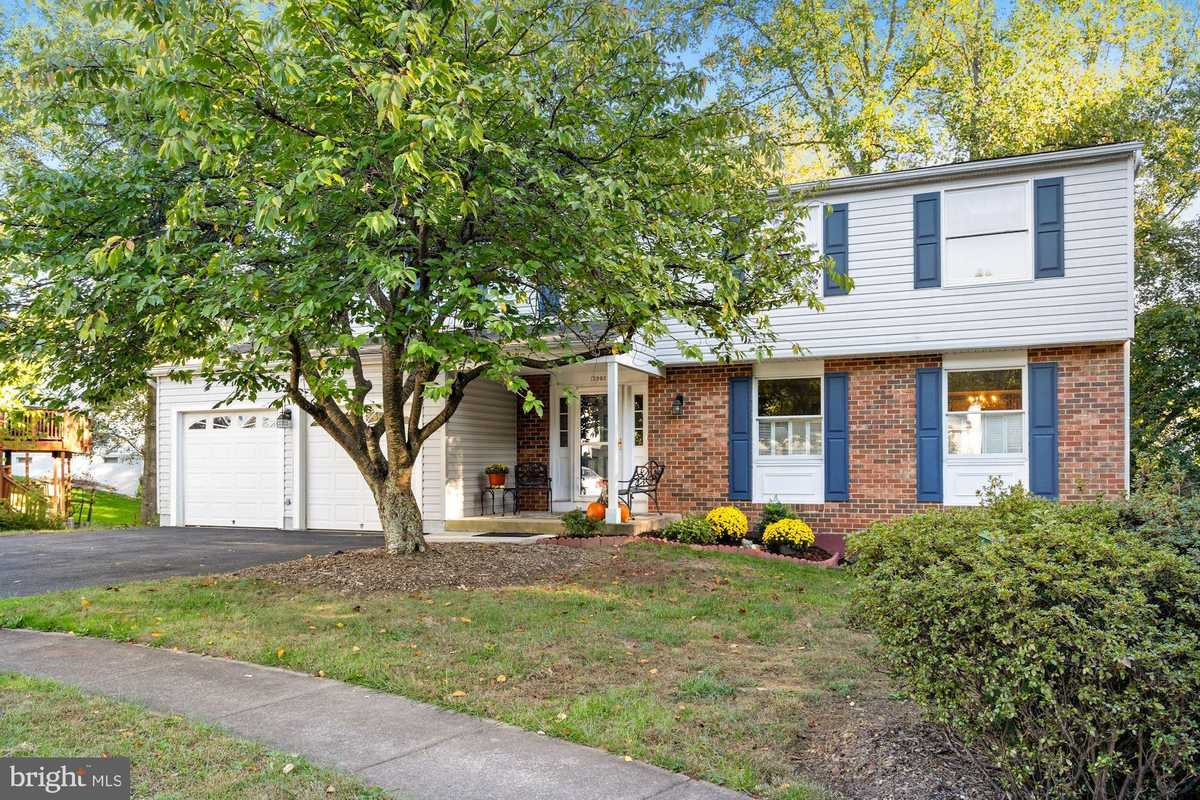 $699,900 - 5Br/4Ba -  for Sale in Cabells Mill, Centreville