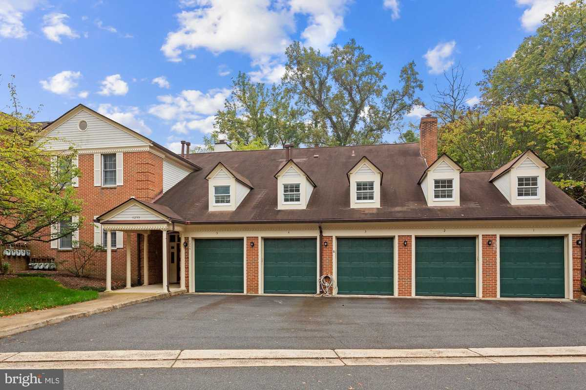 $464,888 - 3Br/3Ba -  for Sale in Glen Hollow, Annandale