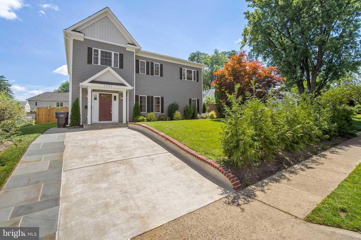 $1,050,000 - 4Br/4Ba -  for Sale in Falls Church, Falls Church