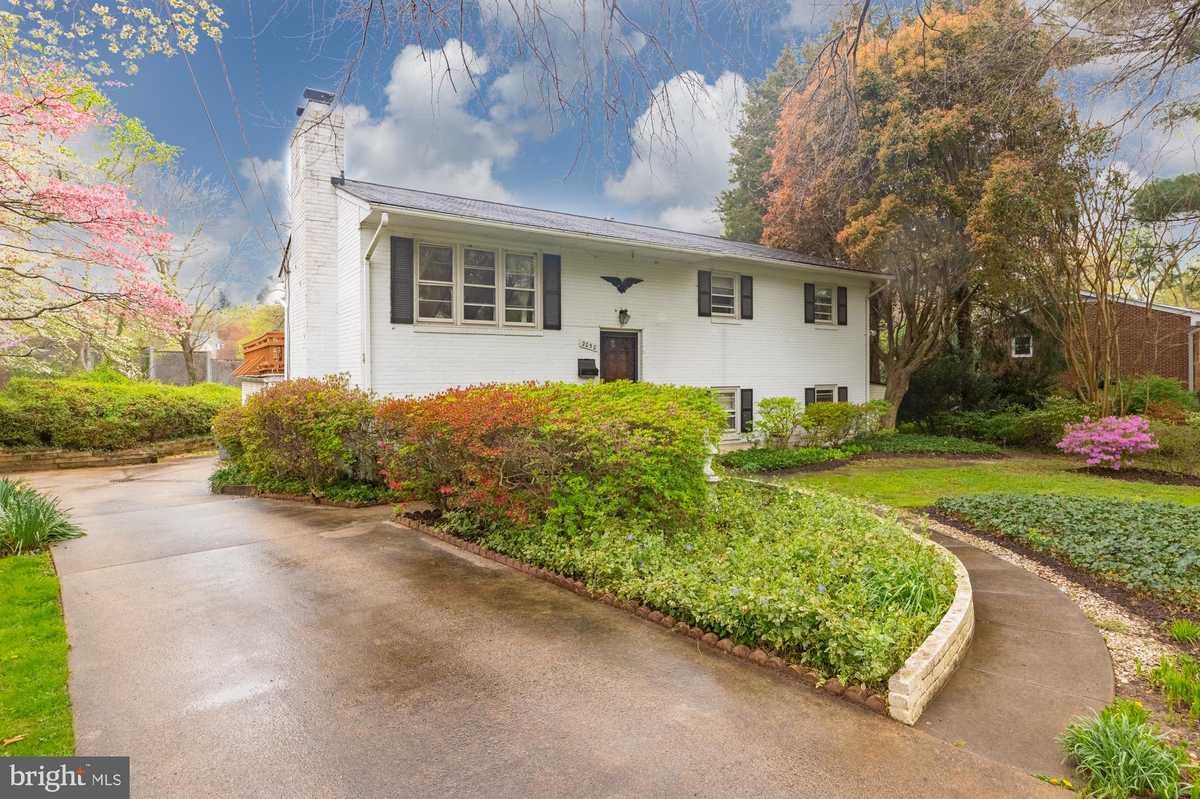 $890,000 - 5Br/4Ba -  for Sale in Southampton, Falls Church