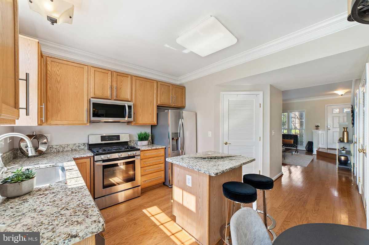 $449,900 - 2Br/3Ba -  for Sale in Ashburn Village, Ashburn