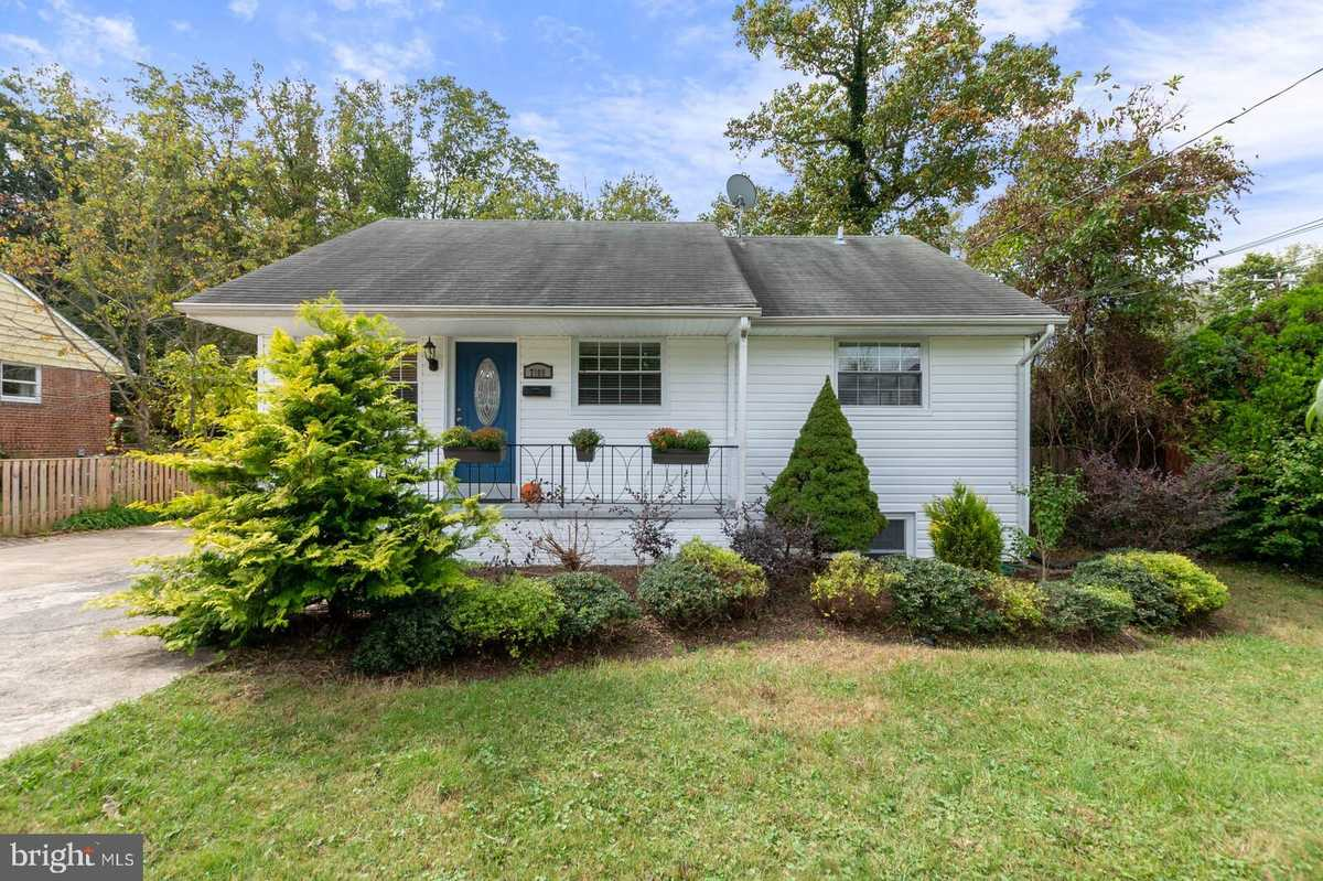 $625,000 - 5Br/2Ba -  for Sale in Broyhill Park, Falls Church