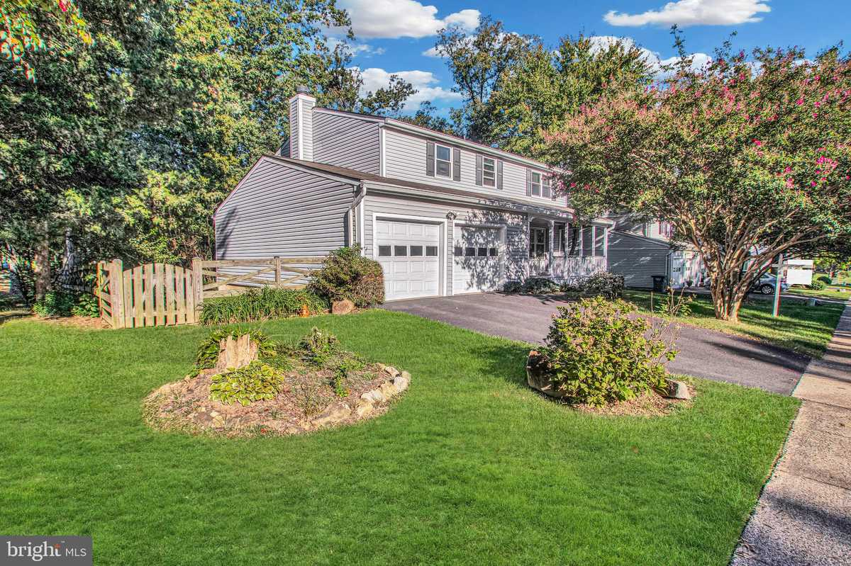 $645,000 - 4Br/3Ba -  for Sale in Forest Ridge, Herndon