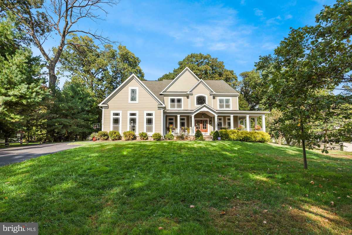 $1,875,000 - 5Br/5Ba -  for Sale in Mchenry Heights, Vienna