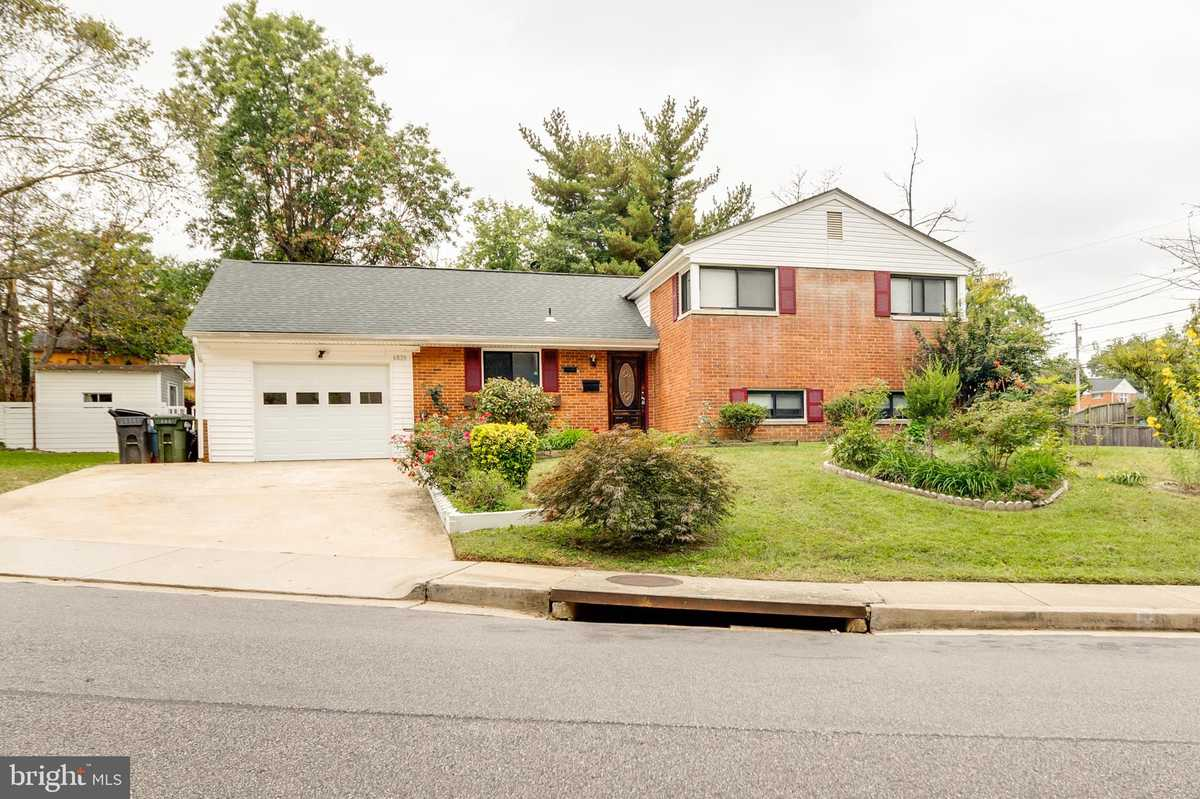 $599,900 - 5Br/2Ba -  for Sale in Lynbrook, Springfield