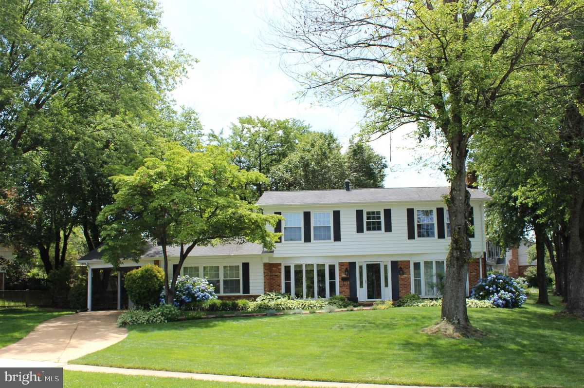$824,900 - 4Br/3Ba -  for Sale in Canterbury Woods, Annandale