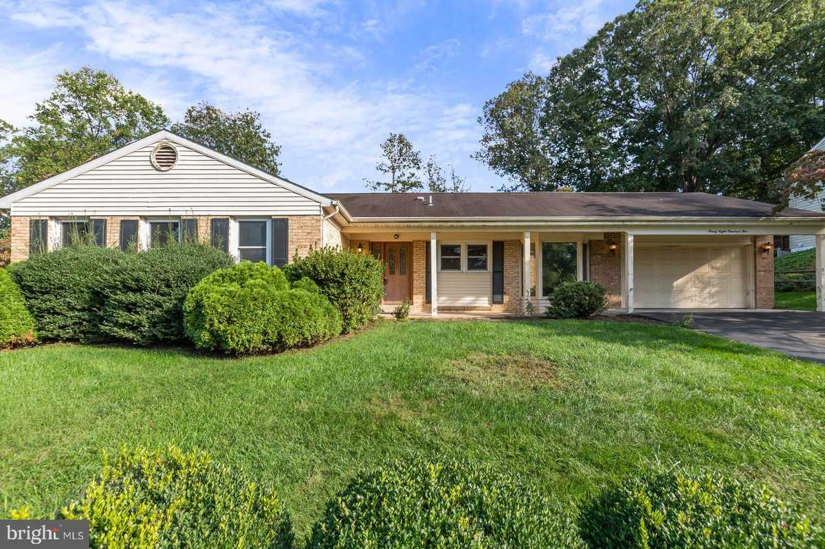 $799,900 - 4Br/3Ba -  for Sale in Gunnell Farms, Vienna