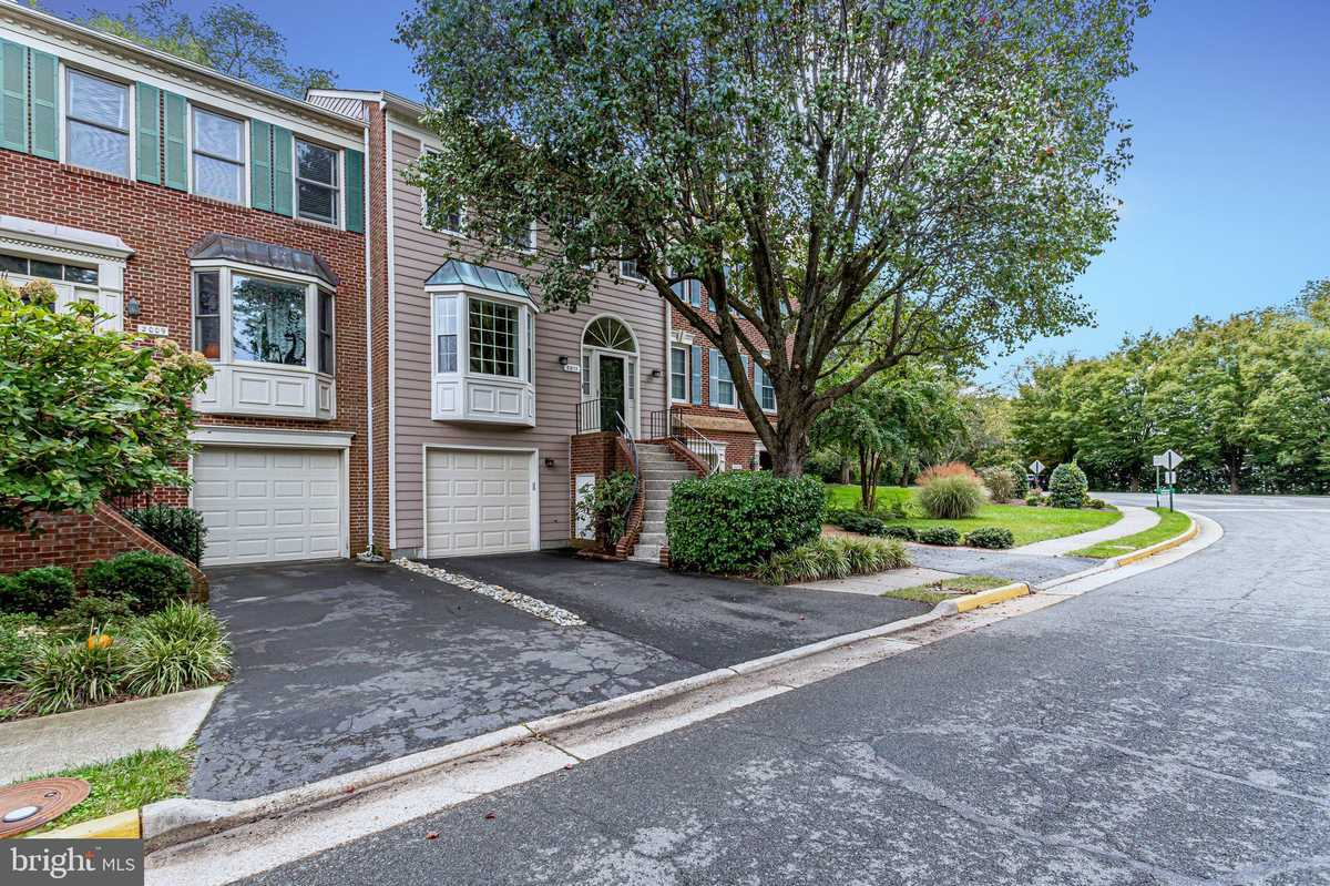 $885,000 - 3Br/4Ba -  for Sale in Mclean Province, Falls Church