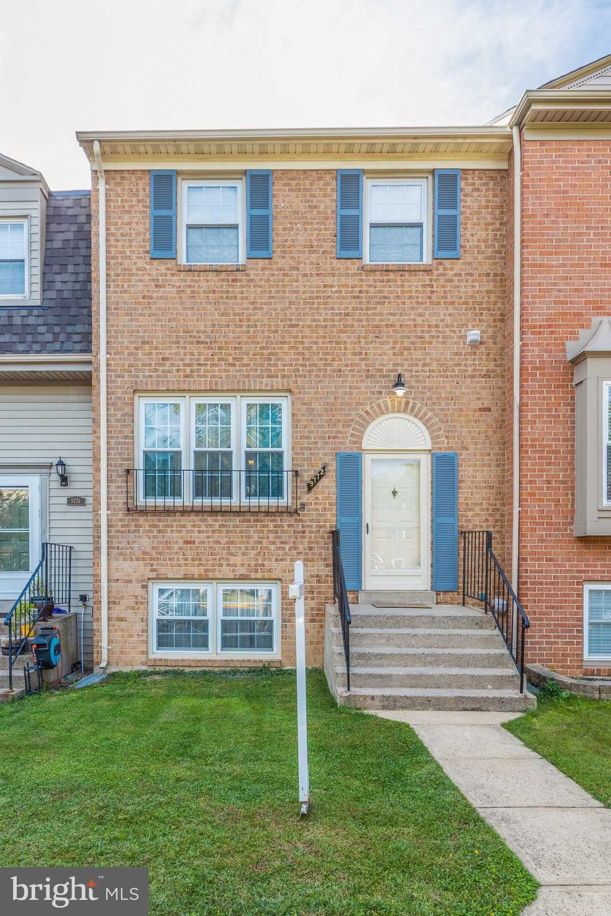$489,900 - 3Br/4Ba -  for Sale in Lakepointe, Burke