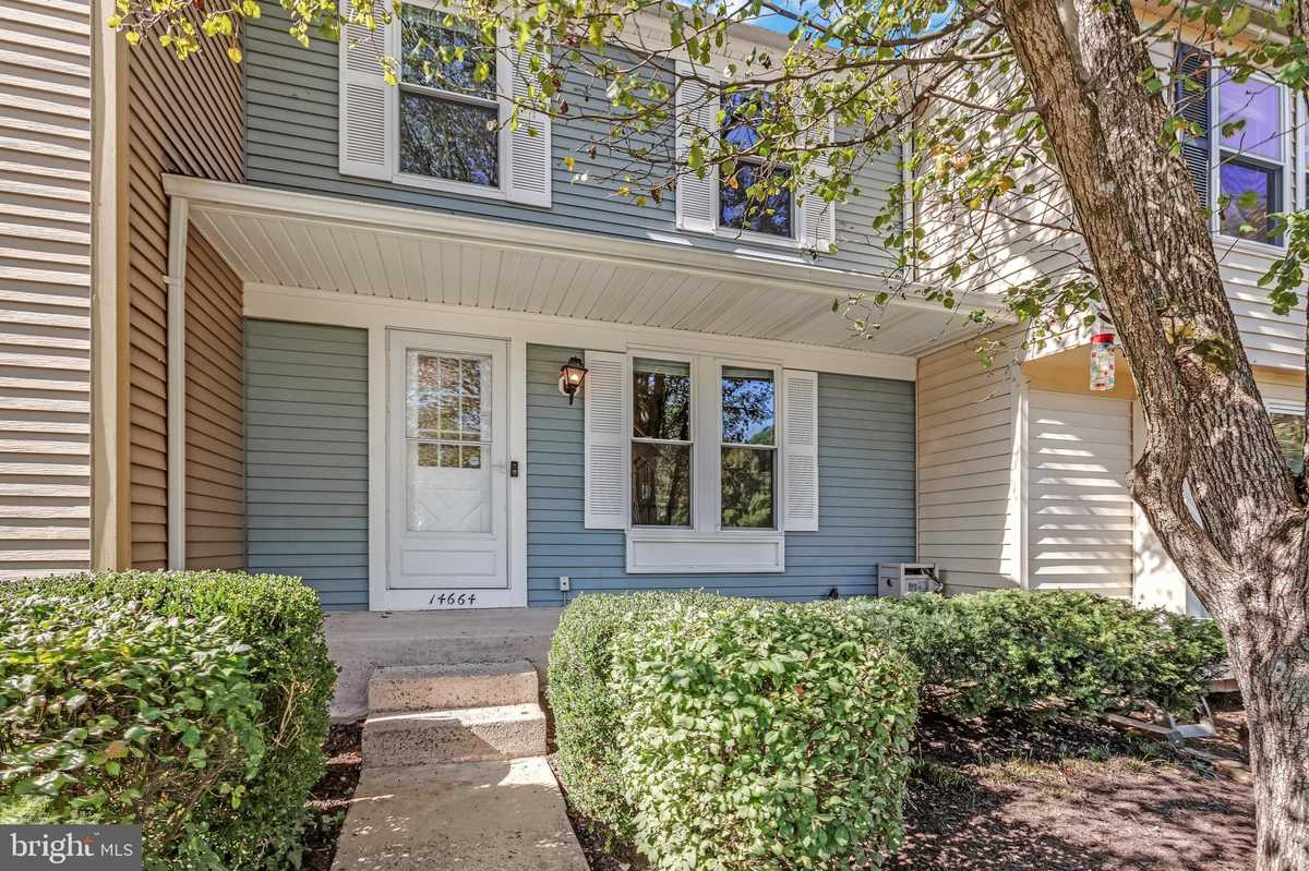 $390,000 - 3Br/3Ba -  for Sale in Stone Crossing, Centreville