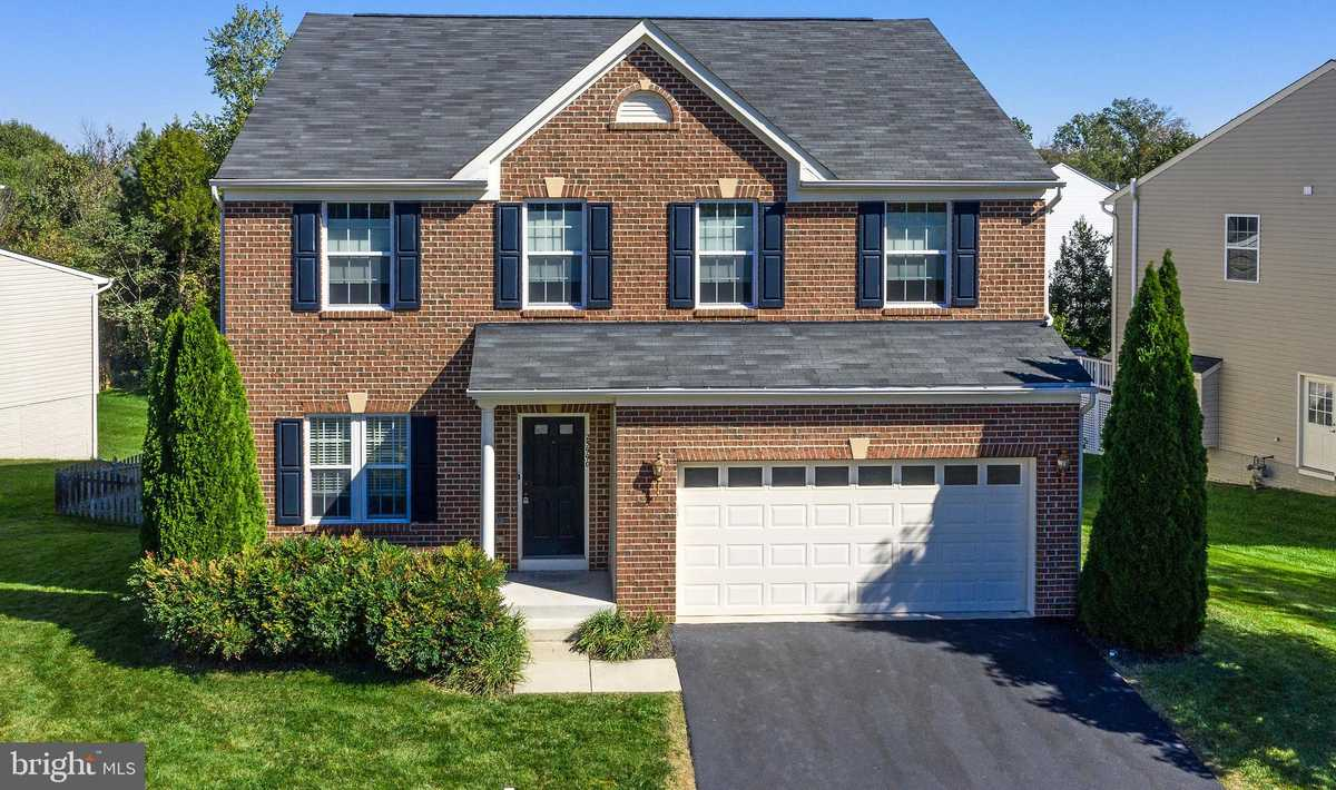 $785,000 - 4Br/4Ba -  for Sale in Estates At Elk Run, Chantilly