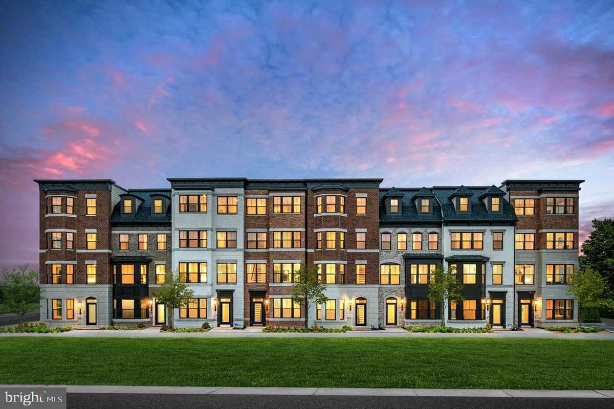 $1,249,990 - 3Br/5Ba -  for Sale in None Available, Vienna