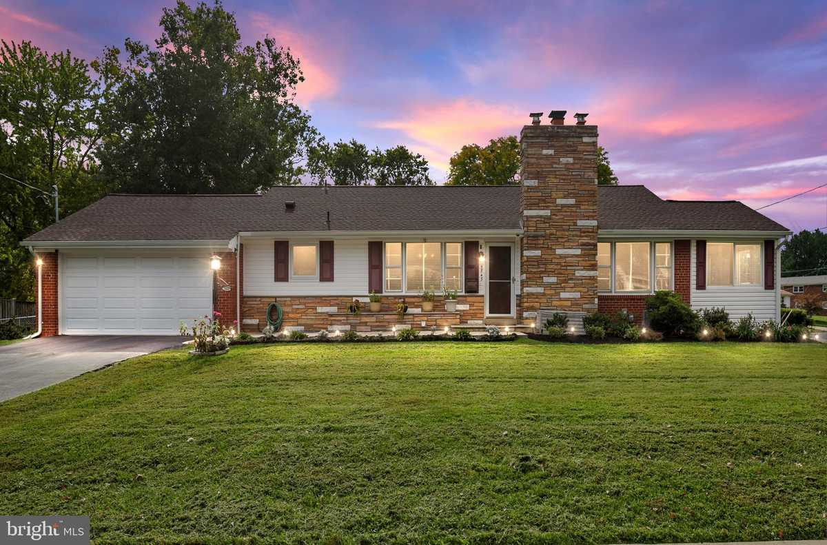 $649,933 - 3Br/3Ba -  for Sale in Glen Forest, Falls Church