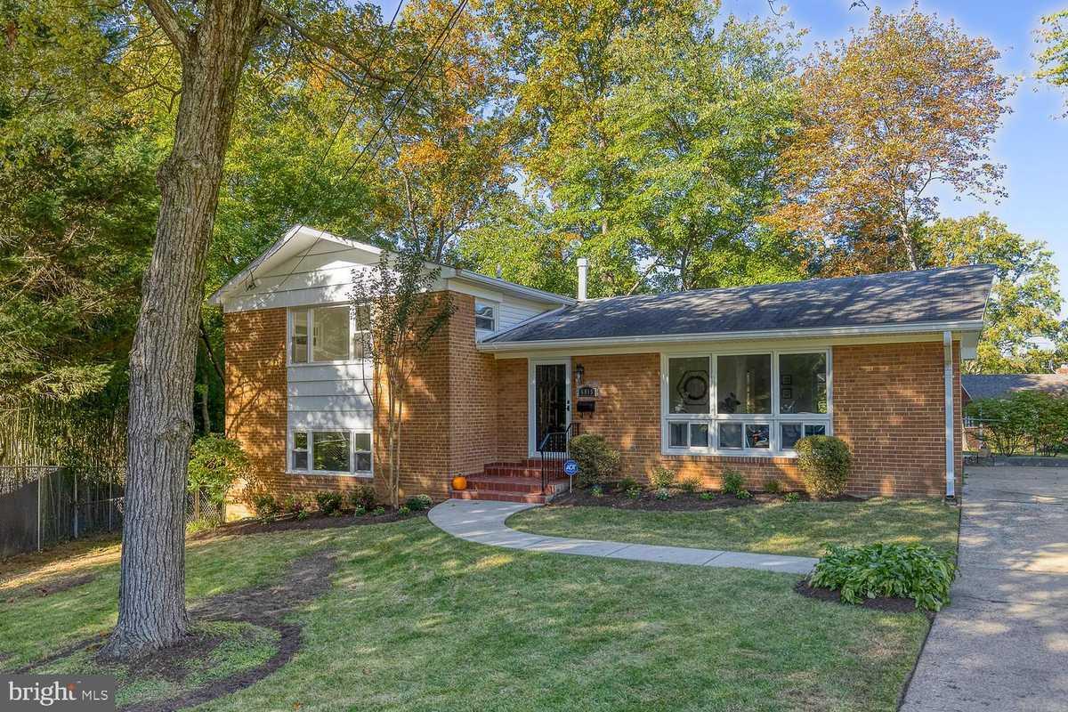 $739,000 - 3Br/3Ba -  for Sale in Cedar Heights, Falls Church