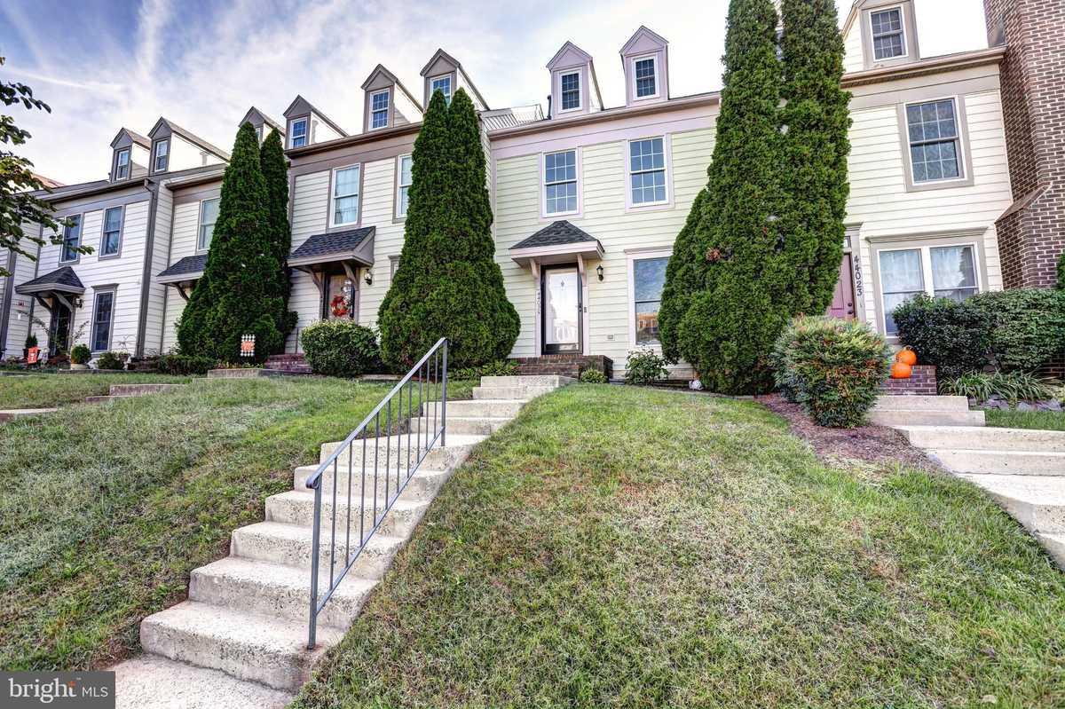 $485,000 - 3Br/3Ba -  for Sale in Ashburn Village, Ashburn