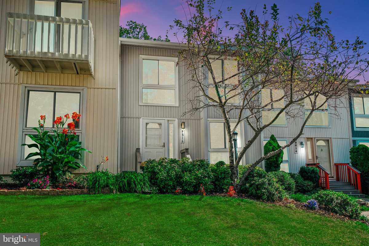 $569,900 - 3Br/4Ba -  for Sale in Cyrandall Valley North, Vienna