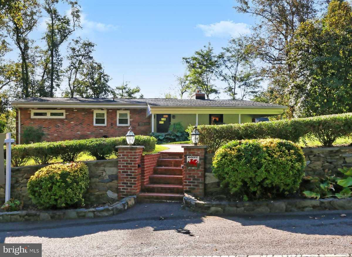 $1,100,000 - 4Br/4Ba -  for Sale in Lake Barcroft, Falls Church
