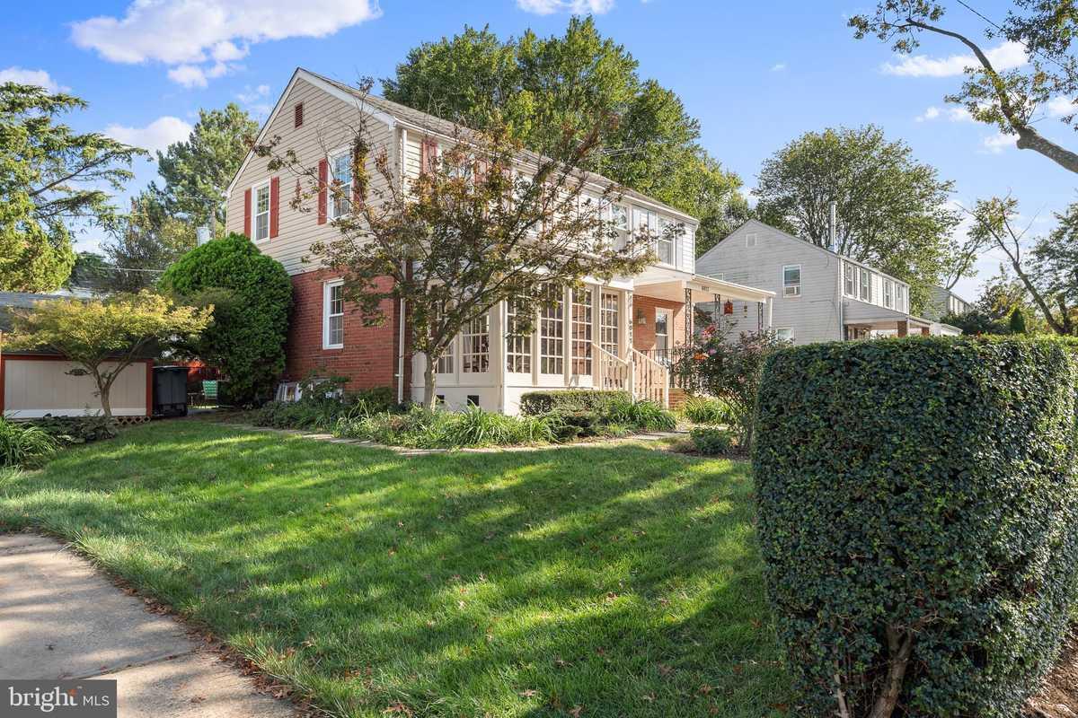 $590,000 - 2Br/2Ba -  for Sale in Jefferson Manor, Alexandria