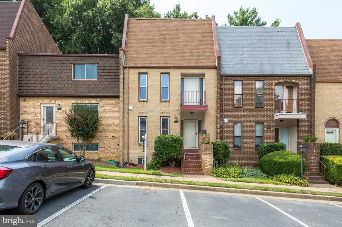 $725,000 - 4Br/4Ba -  for Sale in Tysons Court, Vienna