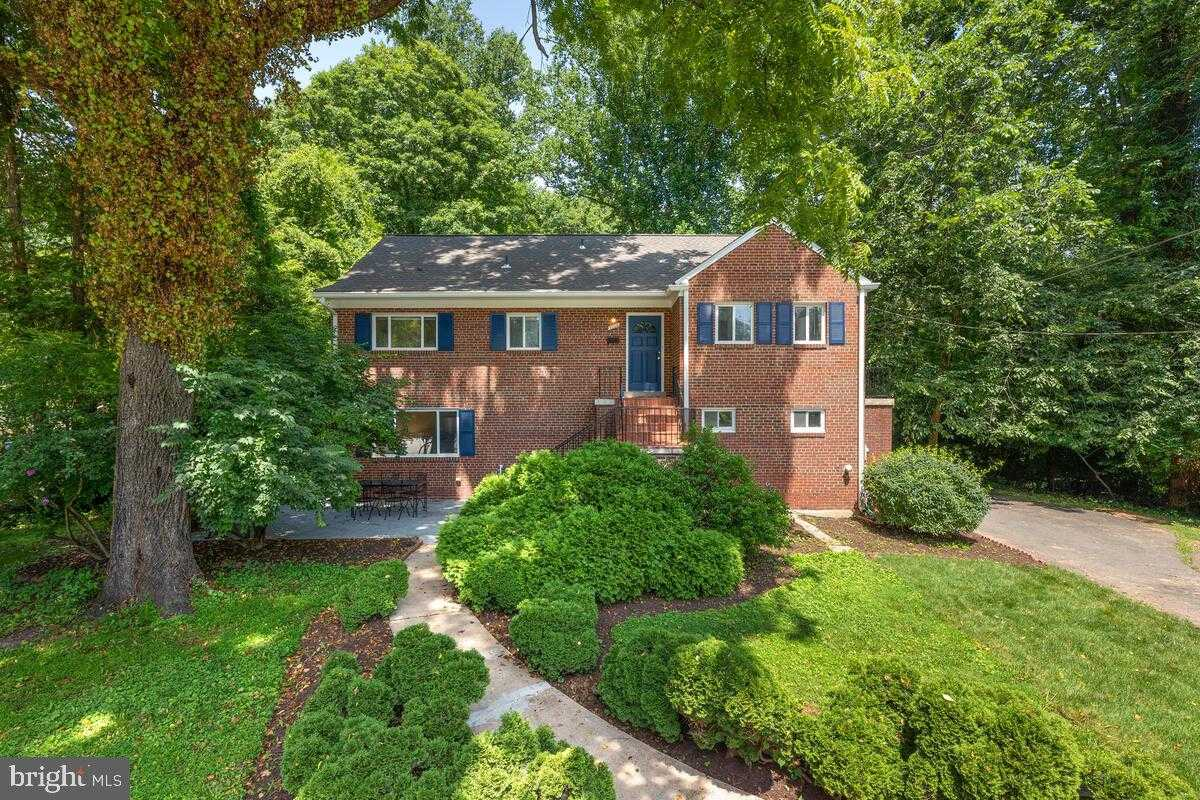 $718,000 - 5Br/2Ba -  for Sale in Marlo Heights, Falls Church