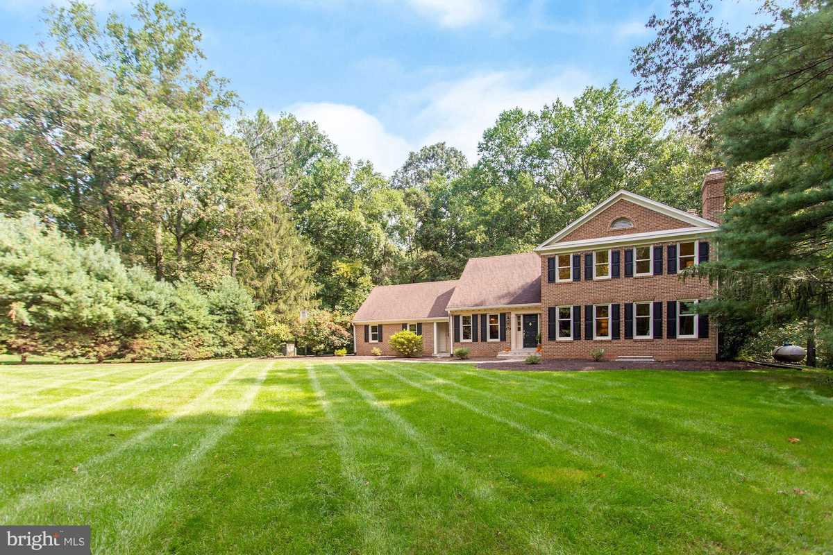 $1,200,000 - 5Br/6Ba -  for Sale in Cheshire, Great Falls