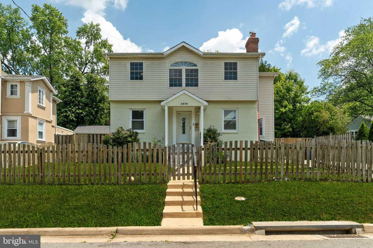 $730,000 - 4Br/4Ba -  for Sale in City Park Homes, Falls Church
