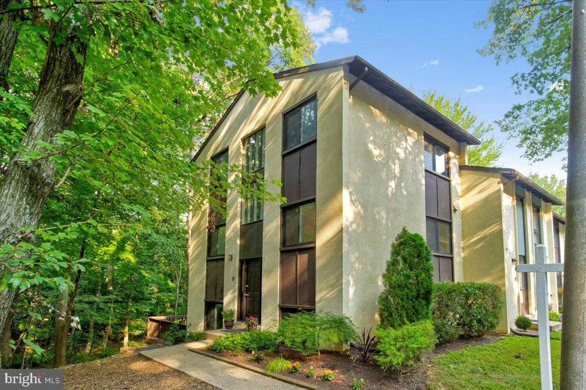 $465,000 - 4Br/4Ba -  for Sale in None Available, Reston