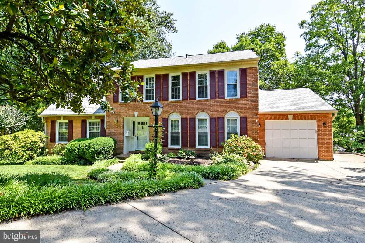 $920,000 - 6Br/4Ba -  for Sale in Chapel Hill, Annandale