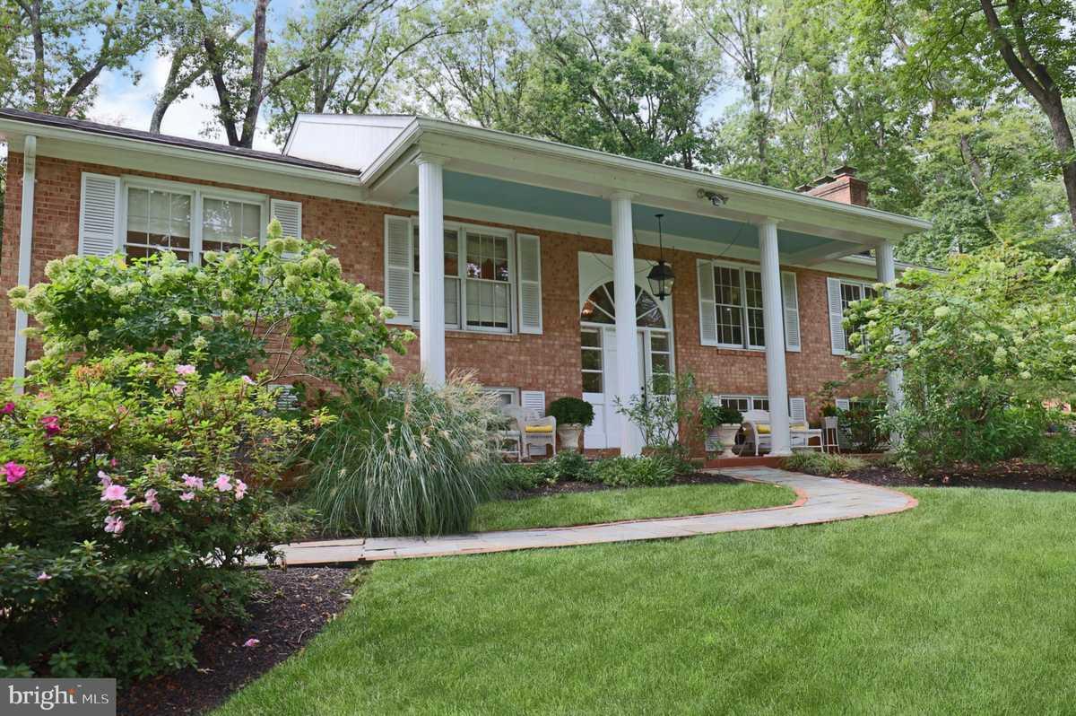 $999,900 - 5Br/3Ba -  for Sale in Ridgelea Estates, Fairfax