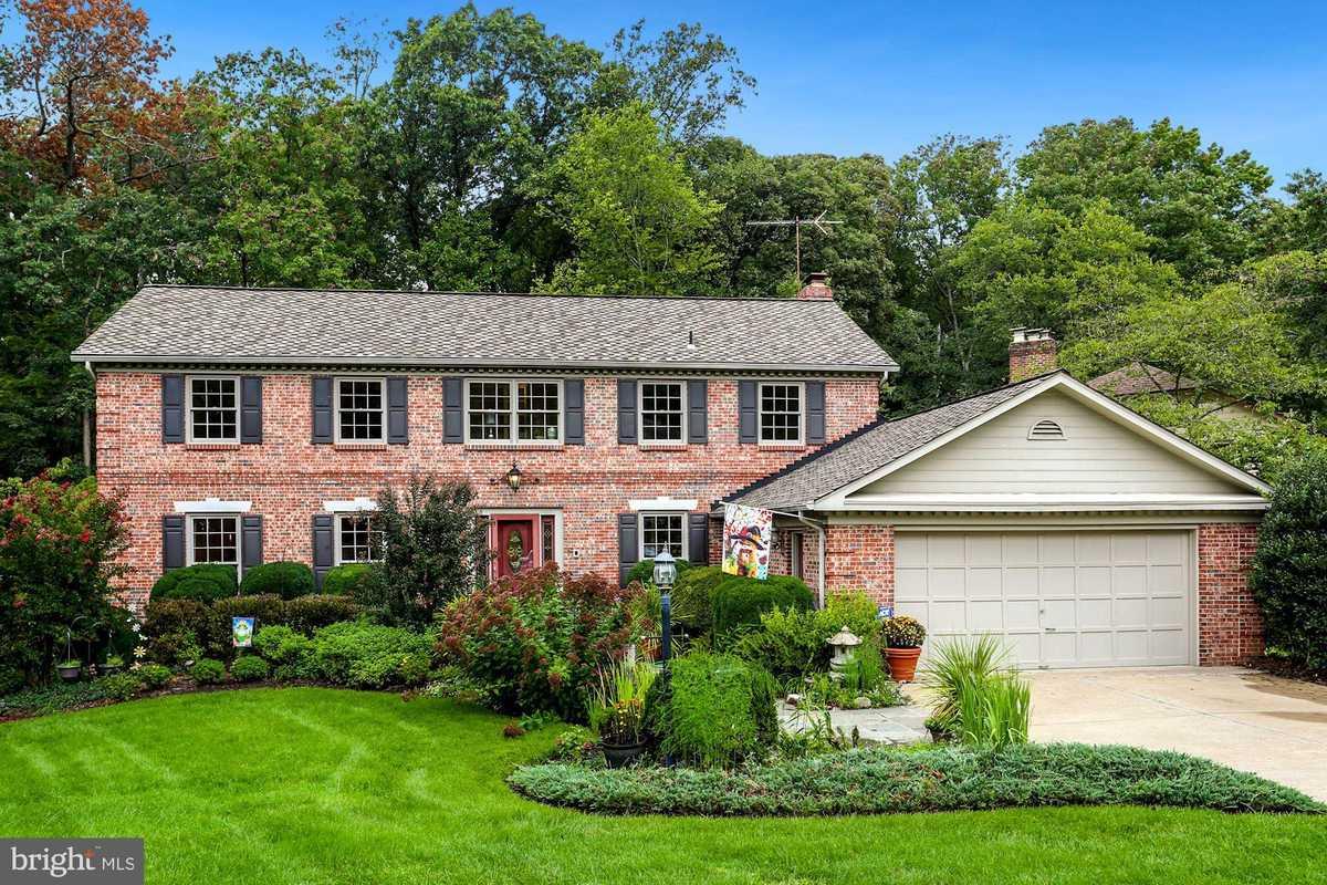 $1,100,000 - 4Br/4Ba -  for Sale in Ridgelea Hills, Fairfax