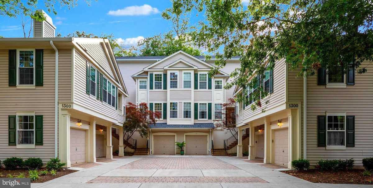 $459,900 - 3Br/2Ba -  for Sale in Sutton Ridge, Reston