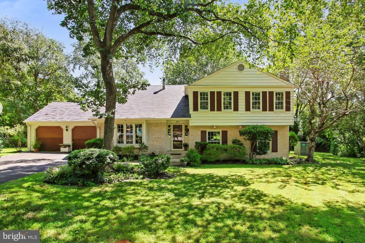 $769,900 - 6Br/3Ba -  for Sale in Wakefield Chapel, Annandale