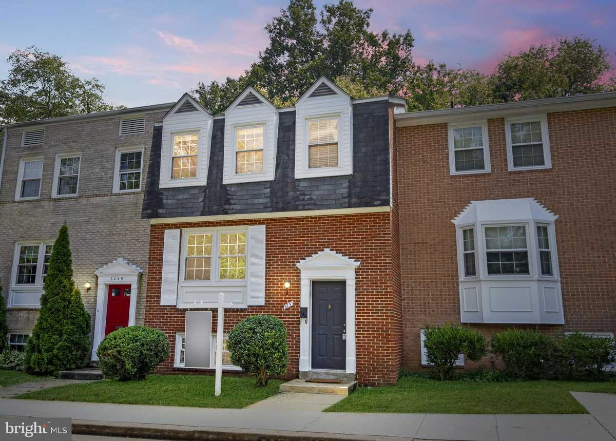 $495,000 - 3Br/3Ba -  for Sale in Strathmeade Square, Annandale