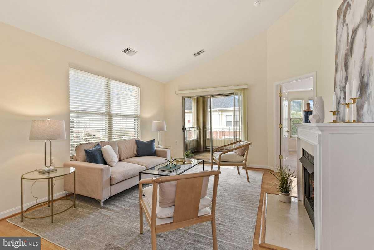 $540,000 - 2Br/3Ba -  for Sale in Stratford Condo, Reston