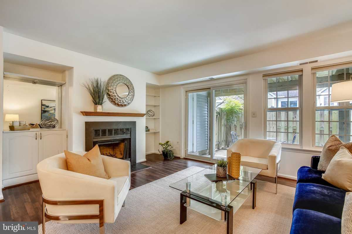 $329,000 - 2Br/1Ba -  for Sale in Waters Edge, Falls Church