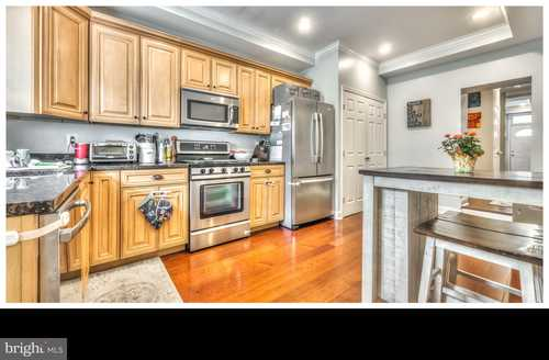 $369,900 - 3Br/3Ba -  for Sale in Locust Point, Baltimore