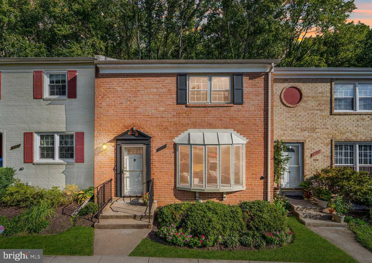 $515,000 - 4Br/4Ba -  for Sale in Royal Court, Annandale