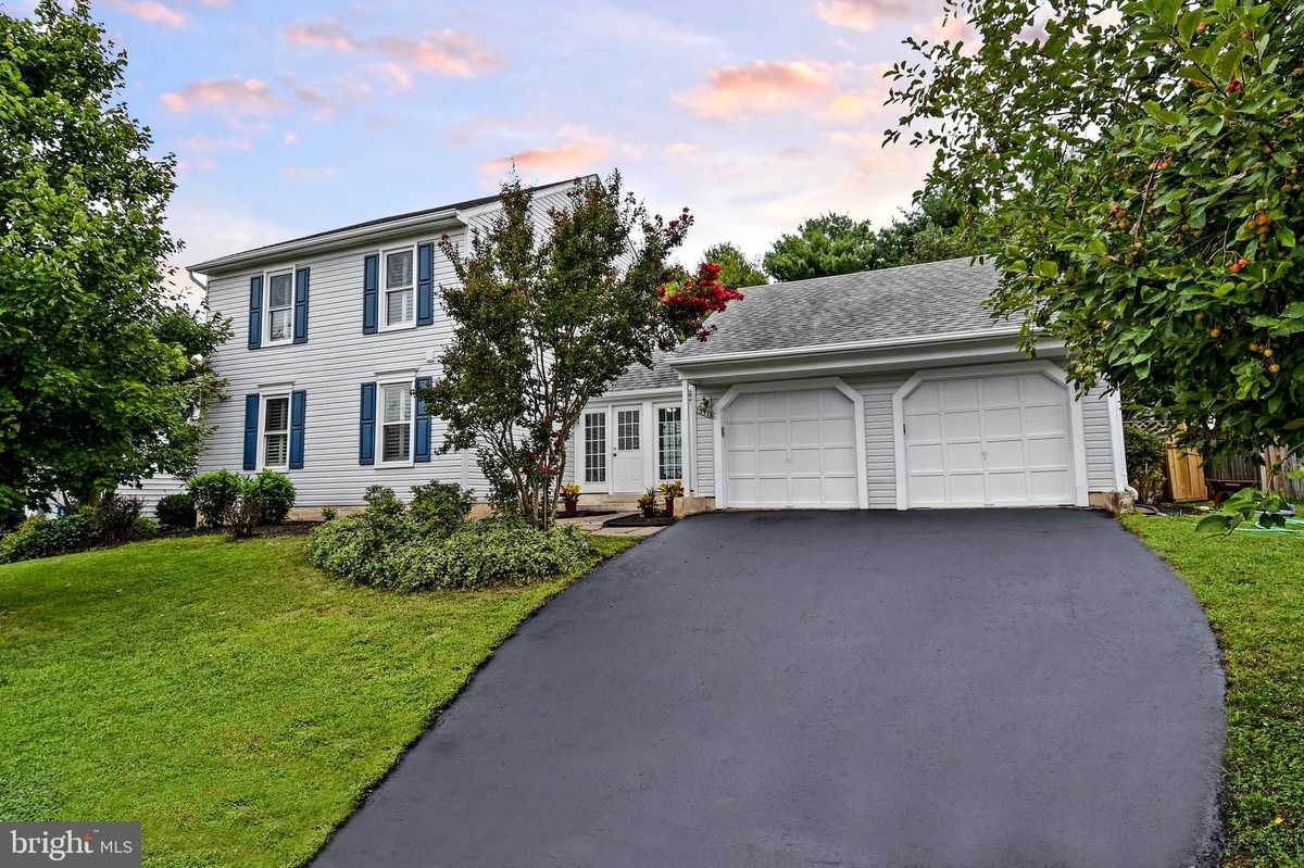 $610,000 - 4Br/4Ba -  for Sale in The Fairways, Centreville